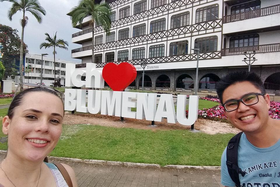 Letreiro de Blumenau em frente a prefeitura