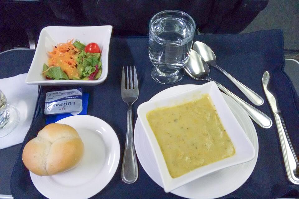 Como é voar Copa Airlines? Jantar da classe executiva (business)