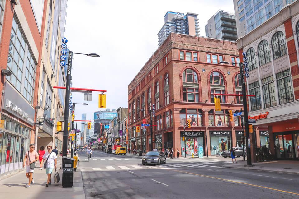 Onde ficar em Toronto –Dundas-Yonge Square