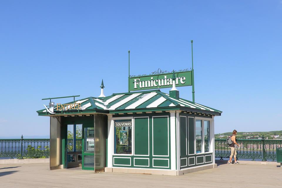 O que fazer em Quebec? Comece pelo Funicular de Old Quebec.