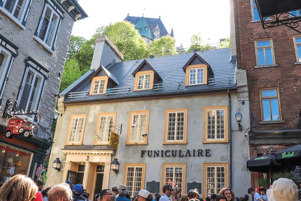 O que fazer em Petit-Champlain District? Comece pelo Funicular de Old Quebec!