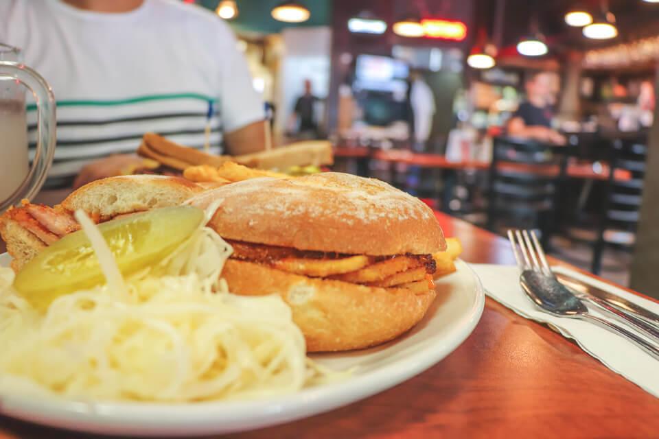 O que comer em Toronto no Canada? Peameal Bacon Sandwich