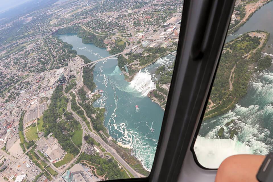 Cataratas de Niagara vista do helicóptero